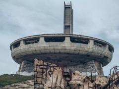空拍发现深山内藏UFO 曝与世隔绝建筑真面目网惊呼