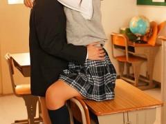 SSNI-721:老师的那里放进来好温暖、好舒服….夕美しおん甜蜜性爱生活就此展开!